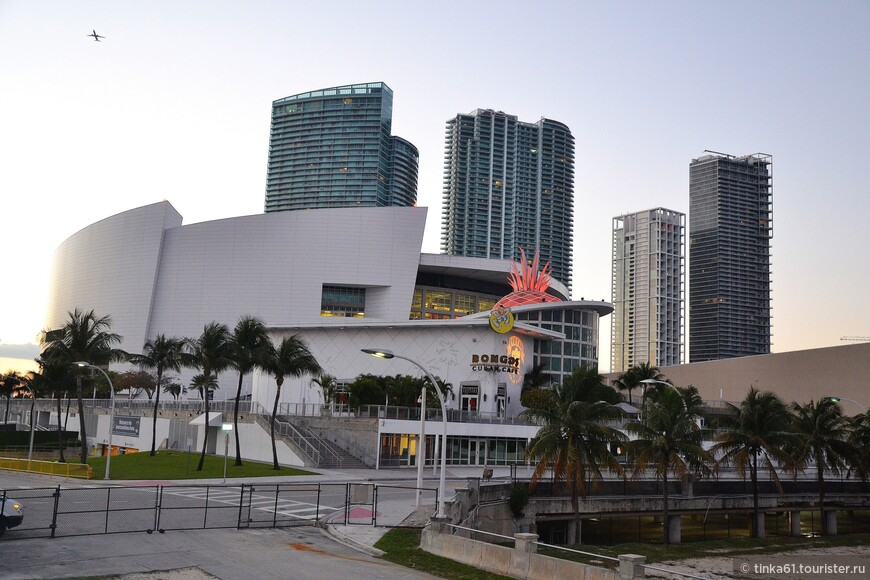 Спортивно-концертная площадка American Airlines Arena.