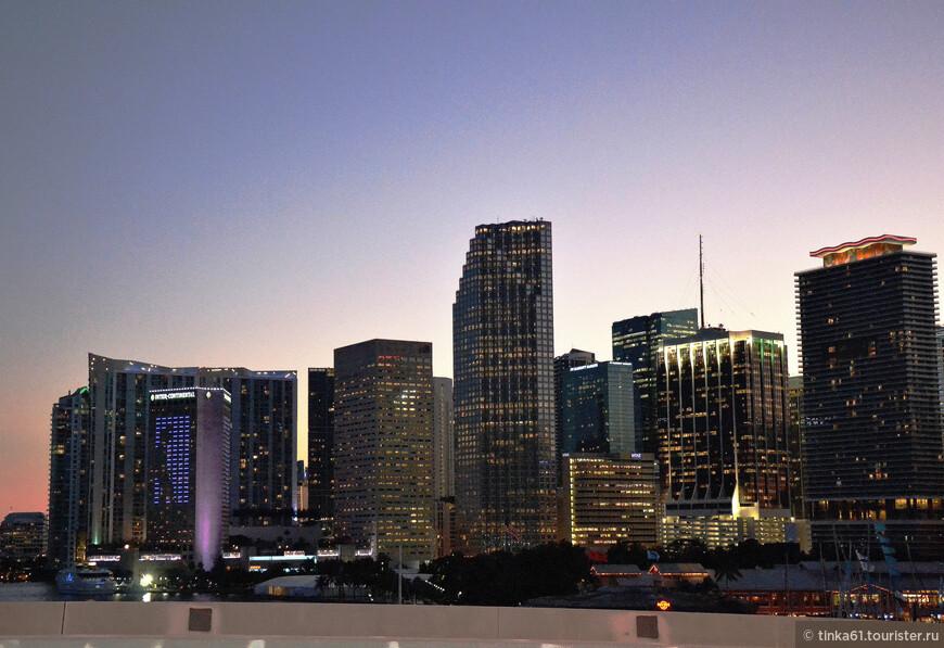 Скайлайн Майами вечером.