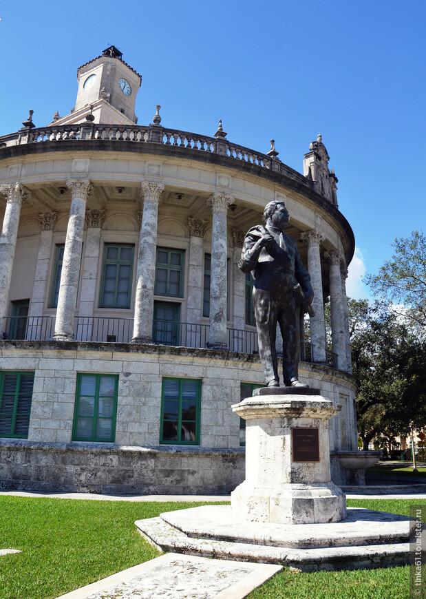 Памятник основателю города Джорджу Меррику.
