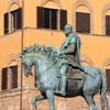 памятник из бронзы Козимо Первому де Медичи, автор Джамболонья, конец 16 века: флоренция, площадь Синьории, экскурсии по Флоренции и Тоскане с частным индивидуальным гидом на русском языке