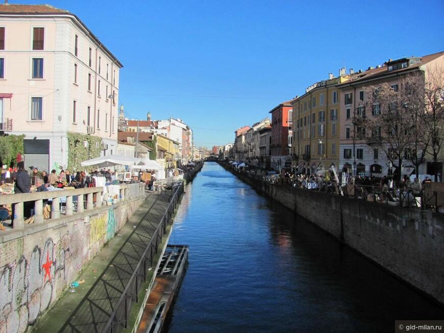 Общий вид рынка на канале. На двух километрах есть где разгуляться.