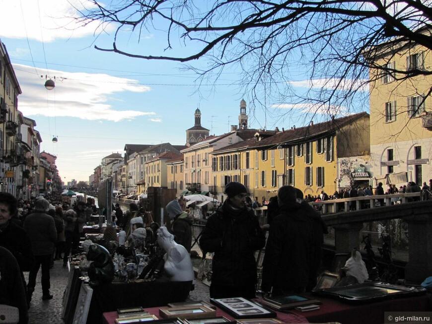 Блошиный рынок собирает почти 400 торговцев, а их прилавки растягиваются на два километра.