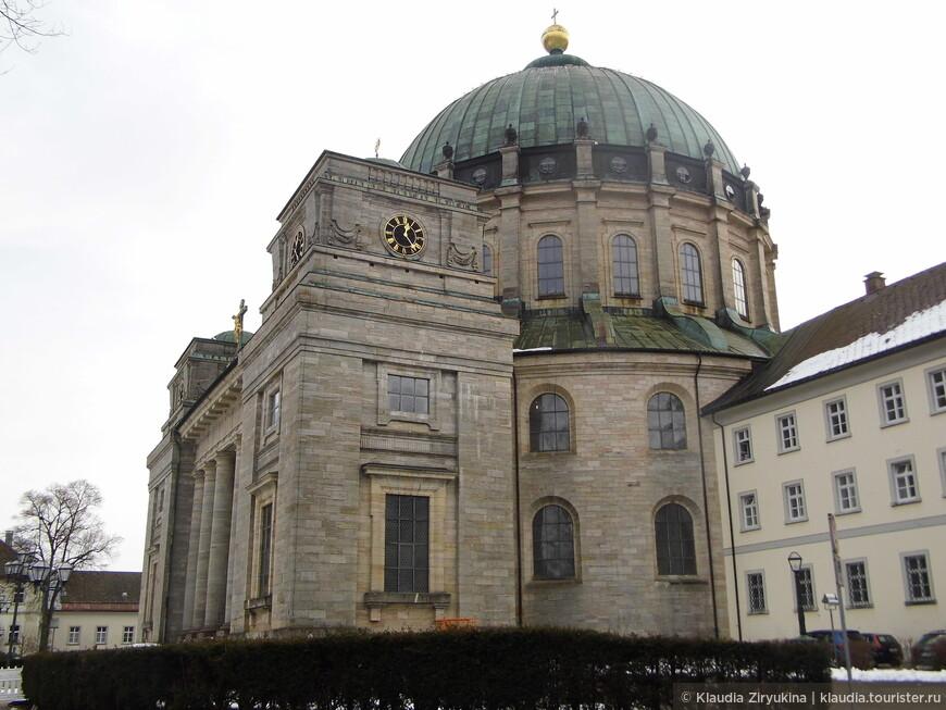 Высота купола 64 метра.