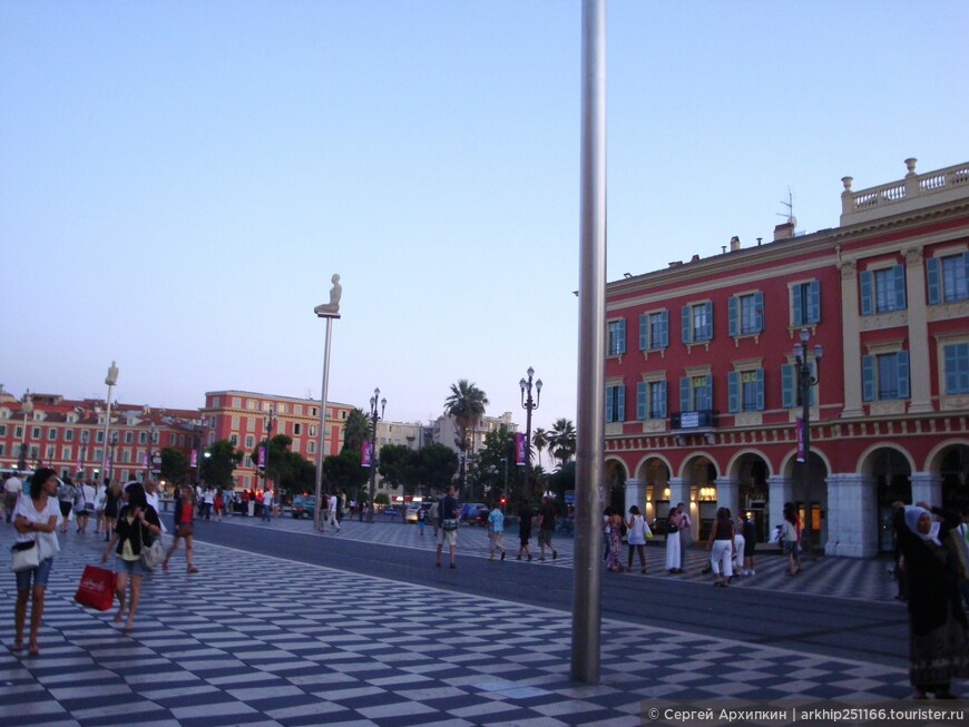 Площадь Массены- главная площадь города