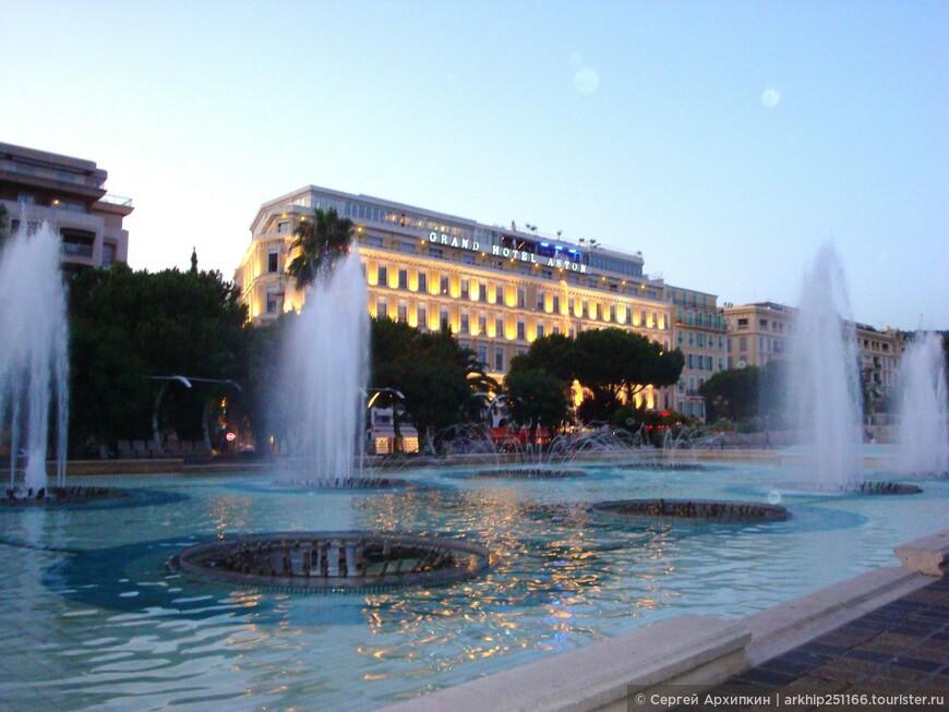 Фонтаны на площади Массены