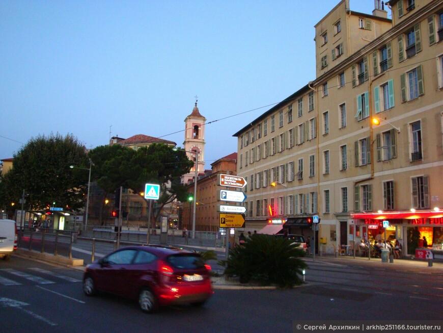 Я направился в старый город Ниццы