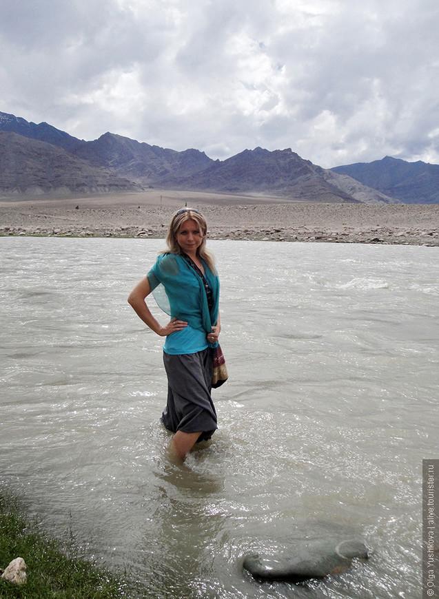 Вообще, в священных водах Инда проводят омовение местные жители... Но мы вот не рискнули... )))