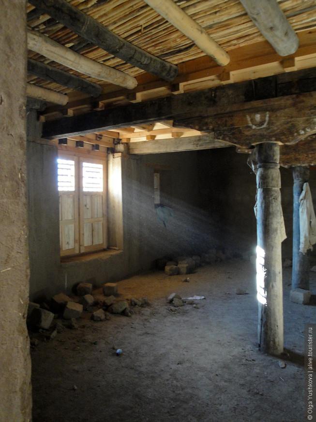 Внутри дворец - пустой, никакого убранства не осталось...