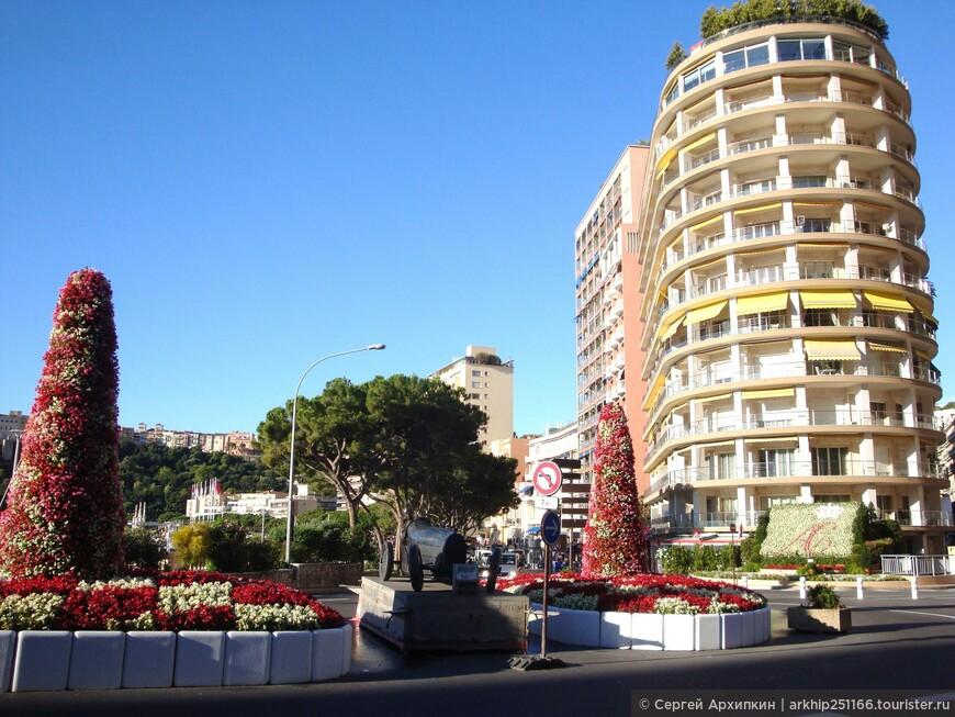 Буквально в 100 метрах от вокзала уже начинается набережная Монте-Карло