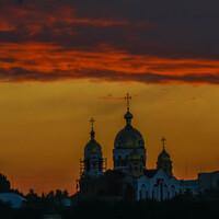 Михайло-Архангельский собор в Рыбнице (Приднестровье) на рассвете