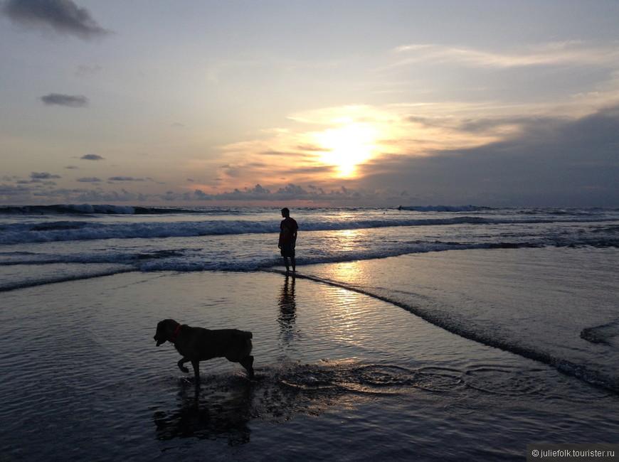 В первый же вечер пошли прогуляться на пляж Эхо (Echo) рядом с отелем, и сразу такая красота!