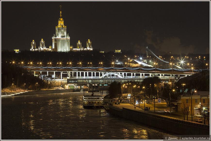МГУ. Воробьевы горы: Одна из самых высоких точек в Москве. А также одна из 7 и, наверное, самая красивая сталинская высотка. Видно везде и отовсюду.