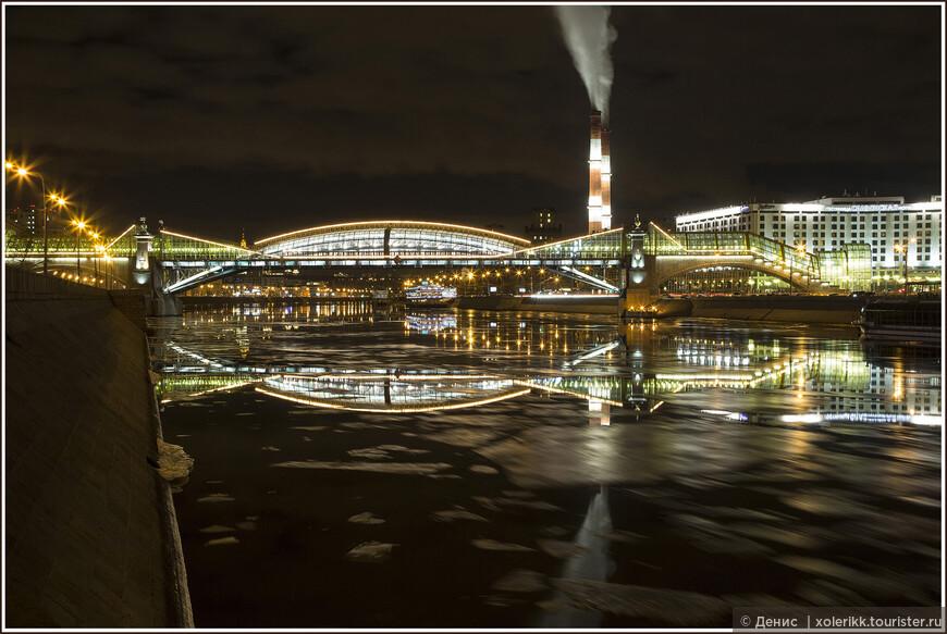 Пешеходный мост, метро Киевская: С другой точки и в другую погоду. – 1С, корабль уплыл, а лед почти что расстаял