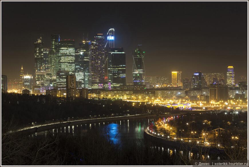 Сити. Московская реинкарнация Чикаго. Ну или Нью-Йоркского Downtown. На выбор. Как вам больше нравится. Если вы там работаете, скорее всего, у вас все хорошо. Если у вас там жилплощадь – жизнь и вовсе удалась. Да вы почти что Дональд Трамп. Неплохо… Круглосуточный свет во все 100 этажей – праздник на улице Мосэнерго. Один из новых символов города.