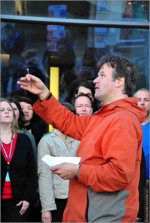 В течение 5 дней хоры пели везде - на улице , в отелях, в магазинах, храмах и музеях...