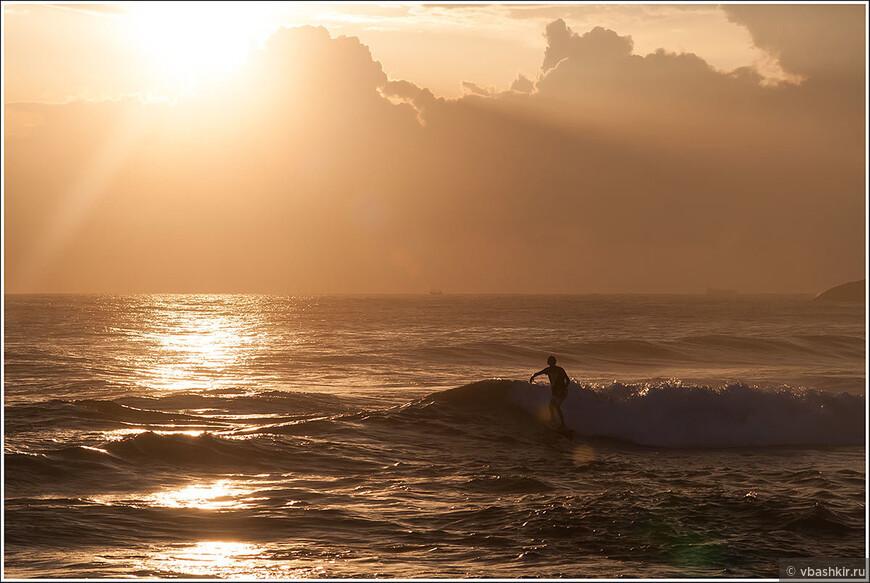 Закат и сёрфер. Фото L_Ann