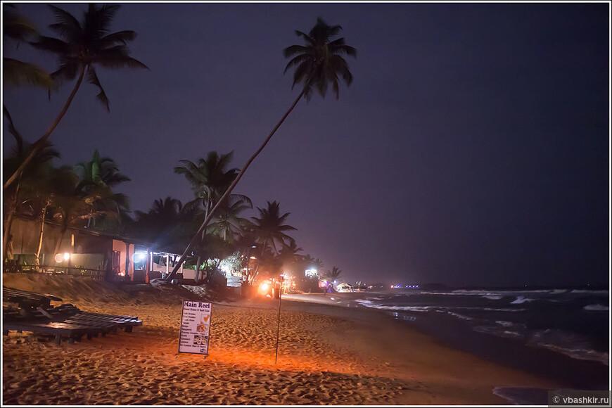 Пляж Хиккадувы вечером.