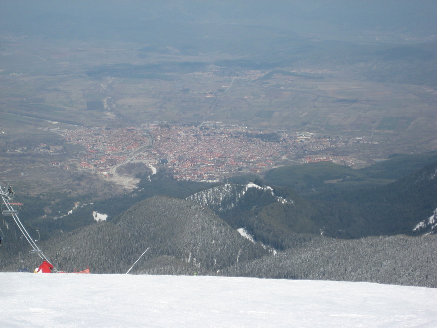 Таким выглядит город Банско со склона горы Тодорка (сильный зум!)