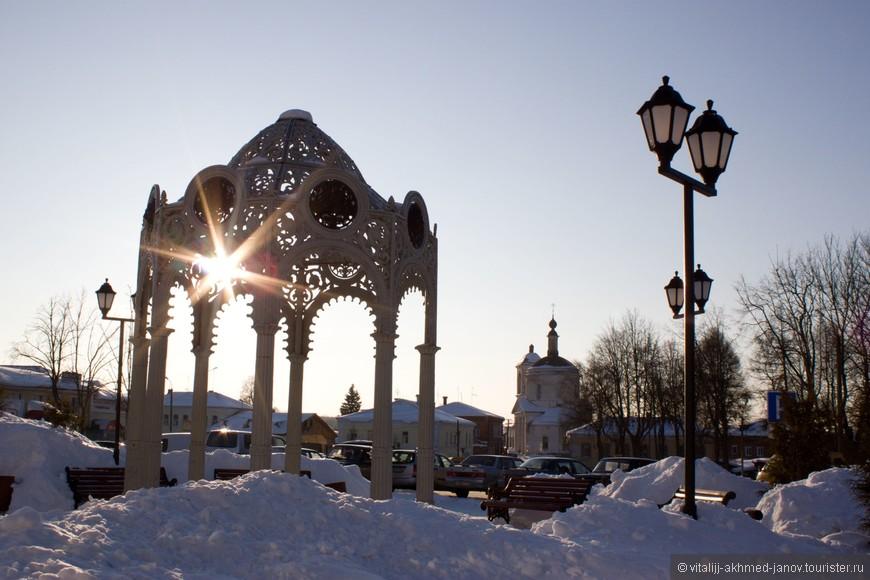 На улице мороз -20, а мы гуляем по городку.