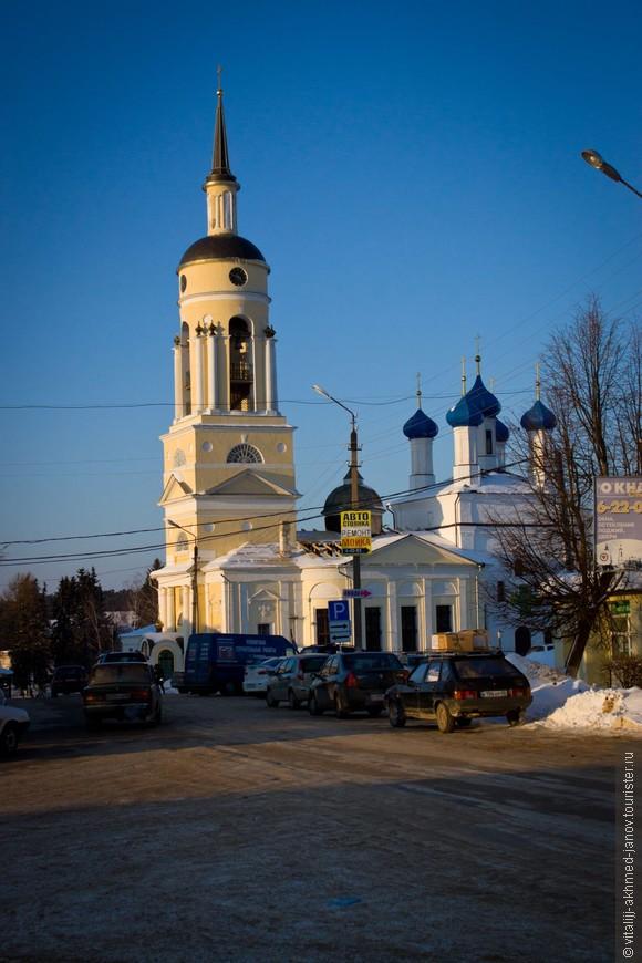 Площадь провинциального города.
