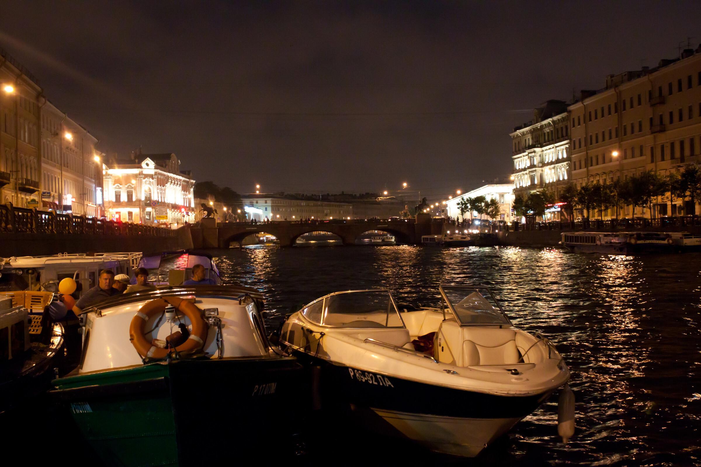 Ночные прогулки по Петербургу на катере – незабываемые эмоции для жителей и гостей города