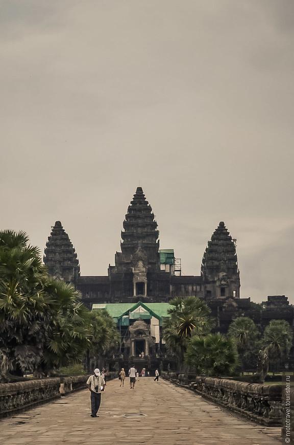Символ Камбоджи. Ворота Ангкор-Ват