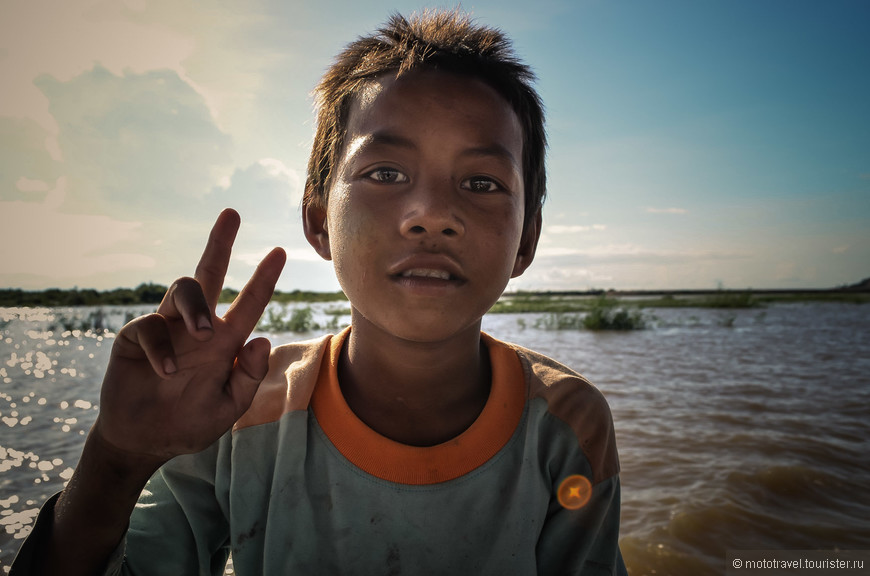 Юный кхмер. Житель деревни на воде.