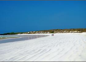 Приятно, что повсюду на пляжах очень мало народу.