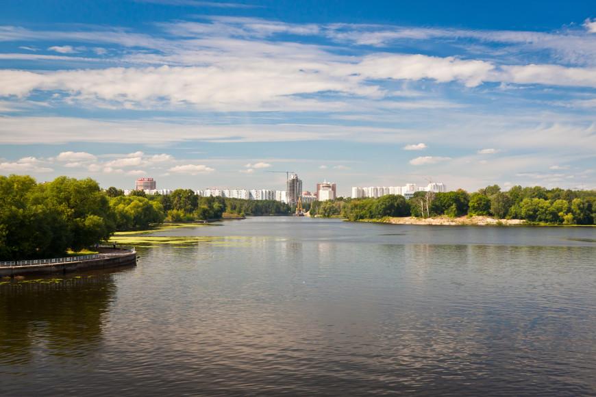 Район Москвы с борта теплохода