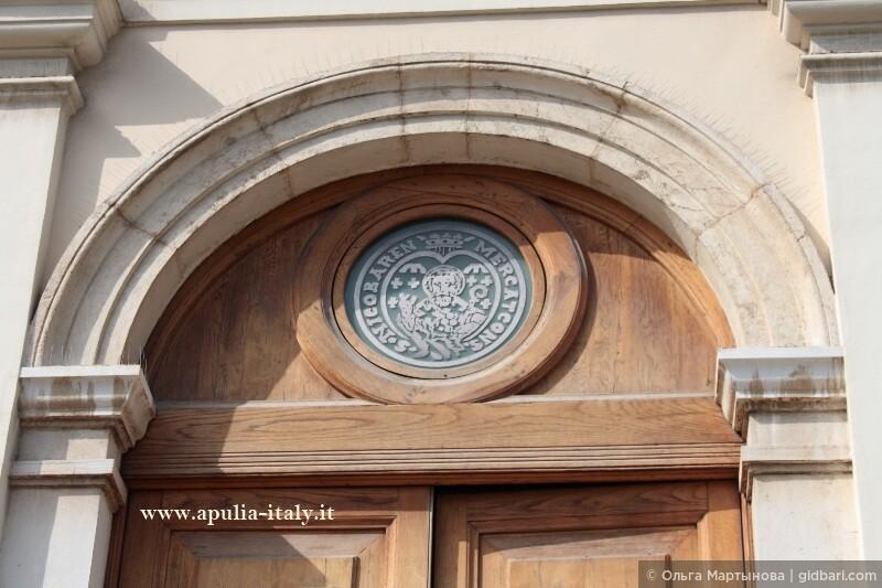 Как известно, Св. Николай покровительствует коммерсантам, поэтому не случайно его символ можно увидеть на гербе торгово-промышленной палаты г. Бари