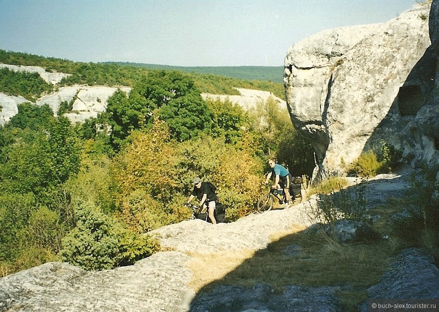 Вероятно мало кто ездил по каменным дорогам Эски Кермена на велосипеде.
