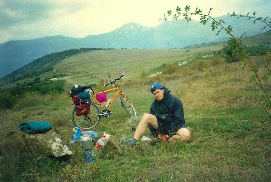 Коварный перевал Стаурный Бурну, где то по Старокрымской (у Аксенова Античной) дороге, после Алушты. Супчик из пакетиков очень поднял настроение.