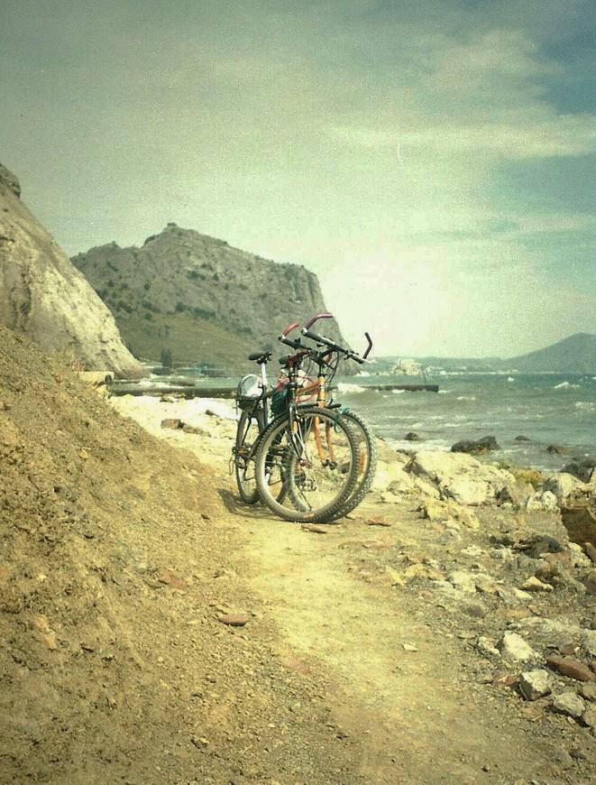 К сожалению при путешествии по Крыму, спуститься к морю получалось не всегда. Поэтому такие моменты ценились особенно сильно.
