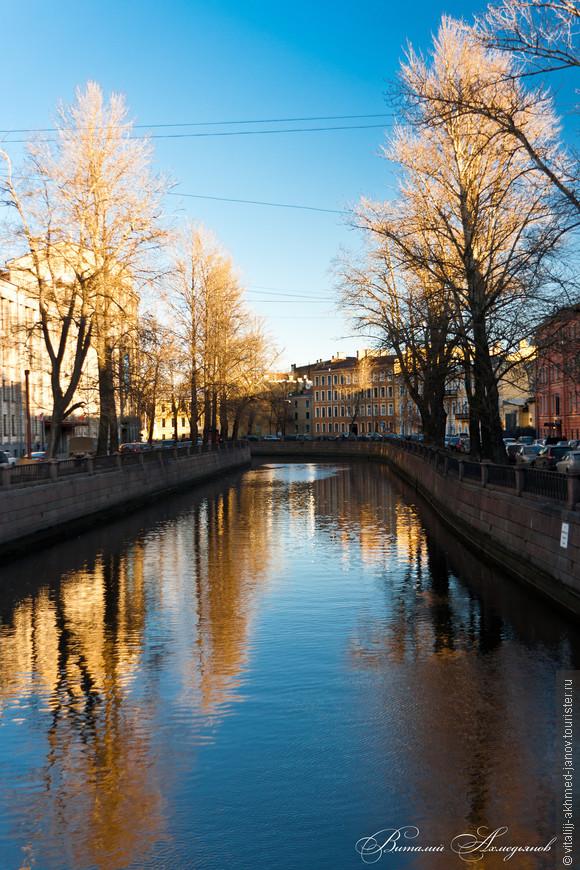 Канал Грибое́дова (до 1923 года — Екатери́нинский канал) — канал в Санкт-Петербурге, берущий начало от реки Мойки у Марсова поля и впадающий в Фонтанку у Мало-Калинкина моста. Длина канала составляет 5 км, ширина — 32 м, средний расход воды — 3.1—3.4 м³/с.