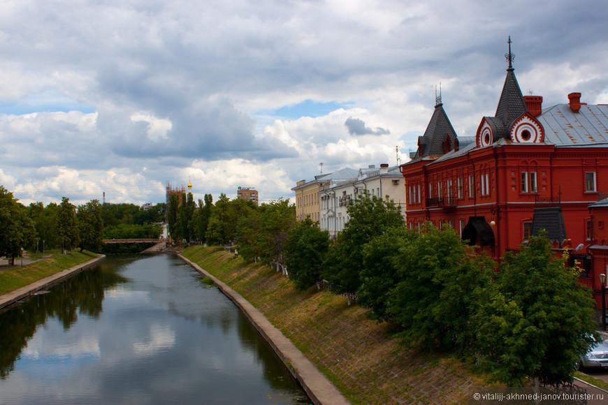 Река Орлик и здание банка