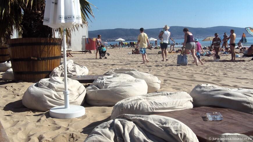 и конечно,шикарными пляжами и морем!
