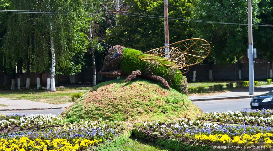 Вот какая фантазия у местных озеленителей!