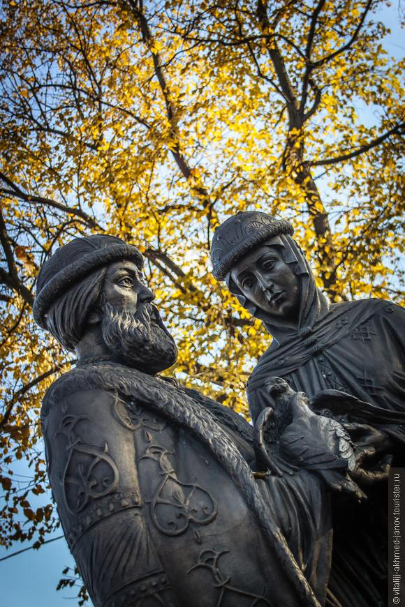 Памятник Петру и Февронии в Кремлевском саду