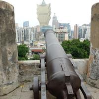 Самое замечательное в крепости - это тот вид, что открывается на город с возвышенности, на которой она находится