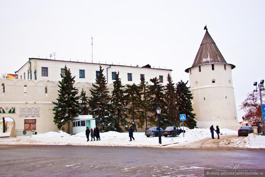 Начинается экскурсия по Кремлю