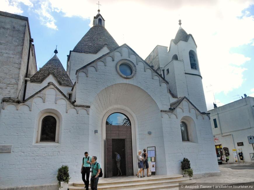 А это трулли-церковь.