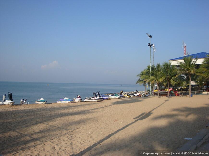 Начало пляжа Джомтьен,самой его северной точки рано утром