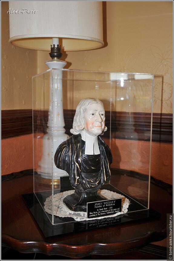 """Скульптурка с изображением Джона Уэсли — основателя методизма в Англии (Напомню, что методизм """"отпочковался"""" от англиканской церкви)..."""