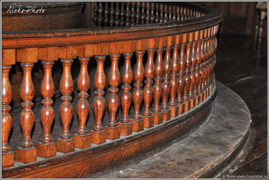Удивляет долговечность деревянных деталей церкви...