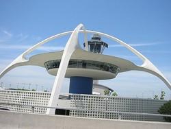 Угроза взрыва привела к эвакуации аэропорта Лос-Анджелеса