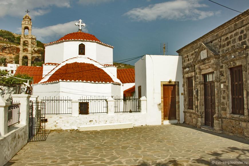 Одной из самых интересных достопримечательностей Линдоса после Акрополя считается старинная православная церковь Богородицы.  Наиболее ярким отличием церкви является высокая каменная колокольня.