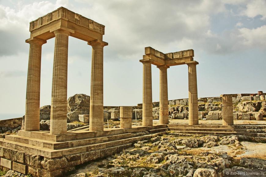 Акрополь Линдоса - второй по величине и значимости в Греции - является основной достопримечательностью Линдоса.