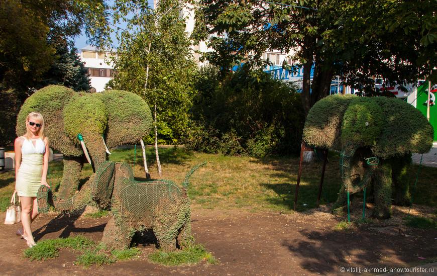 Потрепанные слоники на Крымской улице