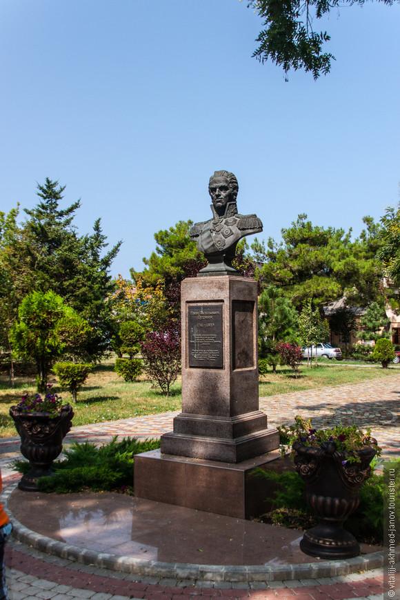 Иван Васильевич Гудович. Граф Ива́н Васи́льевич Гудо́вич — русский генерал-фельдмаршал, в 1789 году отвоевавший у турок Хаджибей, в 1791 году овладевший Анапской крепостью, в 1807 году завоевавший каспийское побережье Дагестана.