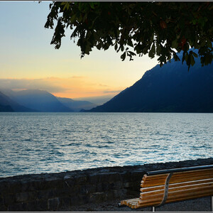 Одноименное озеро - Бриенцзее - признано чистейшим озером Швейцарии. Оно протянулось к востоку от Интерлакена, ехать от которого сюда, в живописнейшее место,  - всего 15 минут.